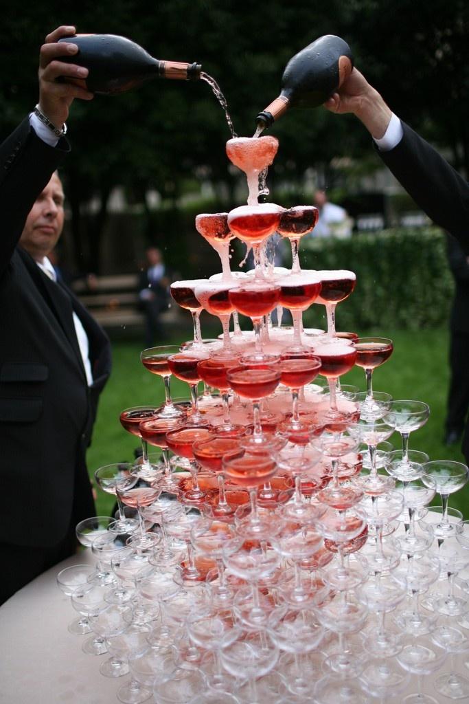 Image 4 Waiter
