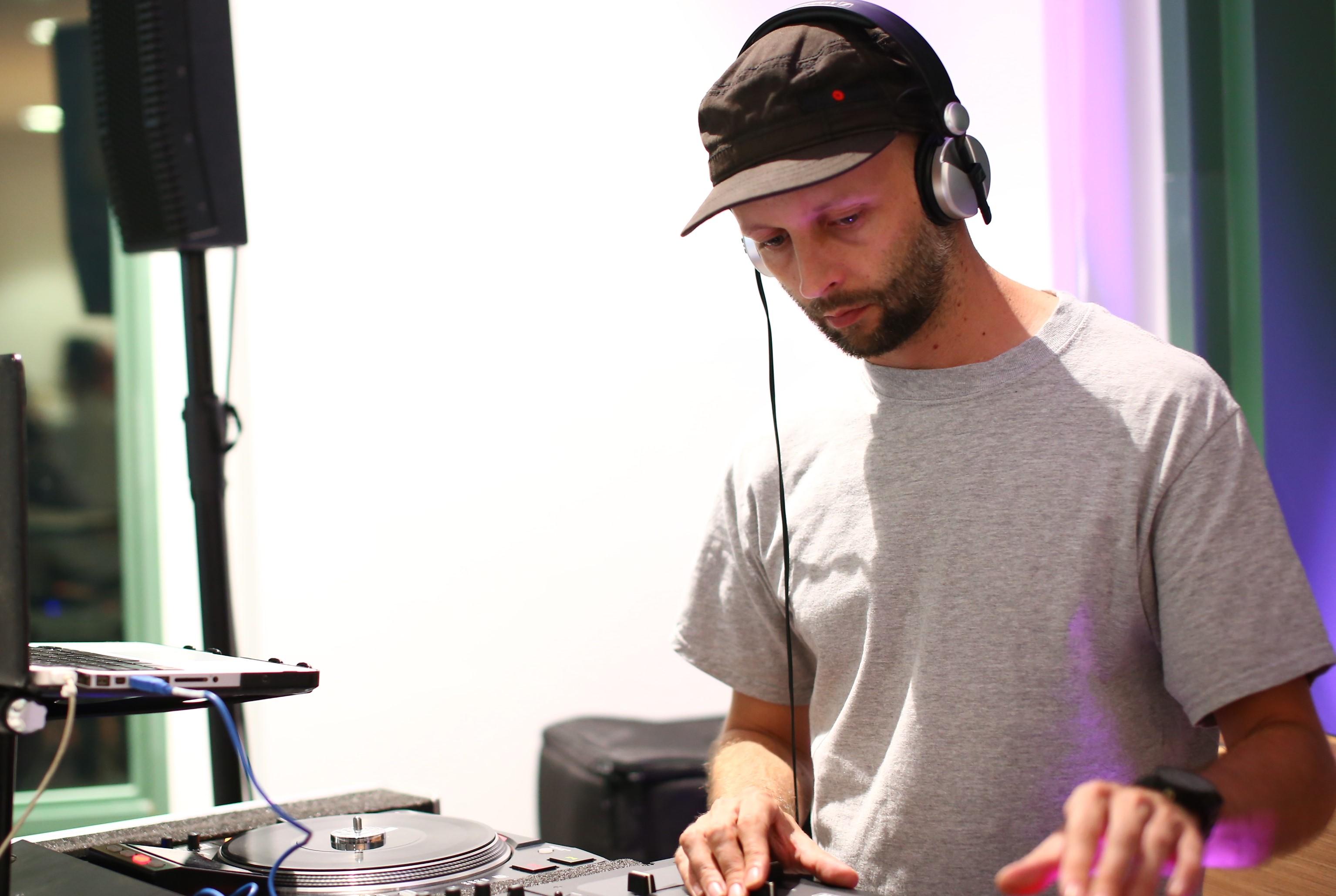 DJ Tom Shellsuit
