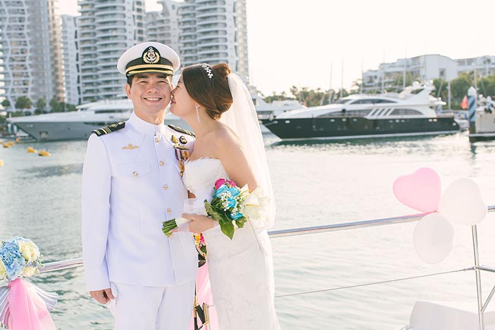 Wedding-Day-Photography-on-Blue-Mountain-Yacht-at-One-Degree-15-024