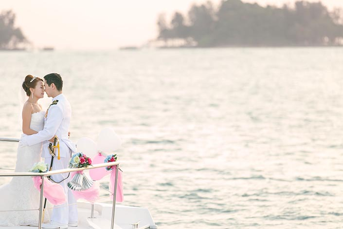 Wedding-Day-Photography-on-Blue-Mountain-Yacht-at-One-Degree-15-033